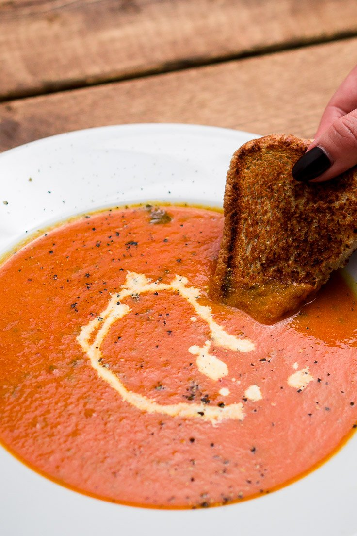 basil-tomato-soup-chichilicious-pinterest