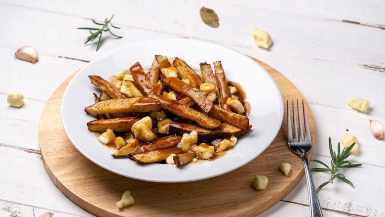 canada-montreal-poutine-recipe-chichilicious-food-min