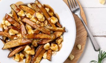 canada-montreal-poutine-recipe-chichilicious-pinterest-food-min